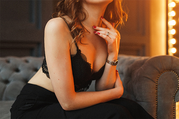 breast implants - breast enlargement surgery in Adelaide - Dr Cooter